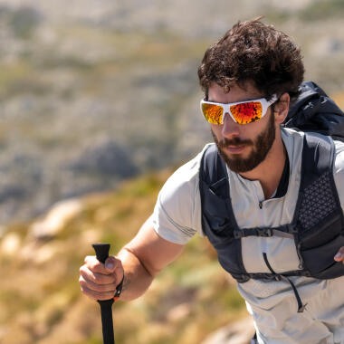 Come scegliere gli occhiali da escursionismo e da sci
