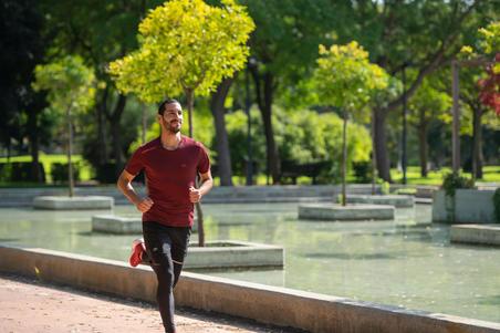 RUN DRY+ MEN'S RUNNING T-SHIRT - BURGUNDY