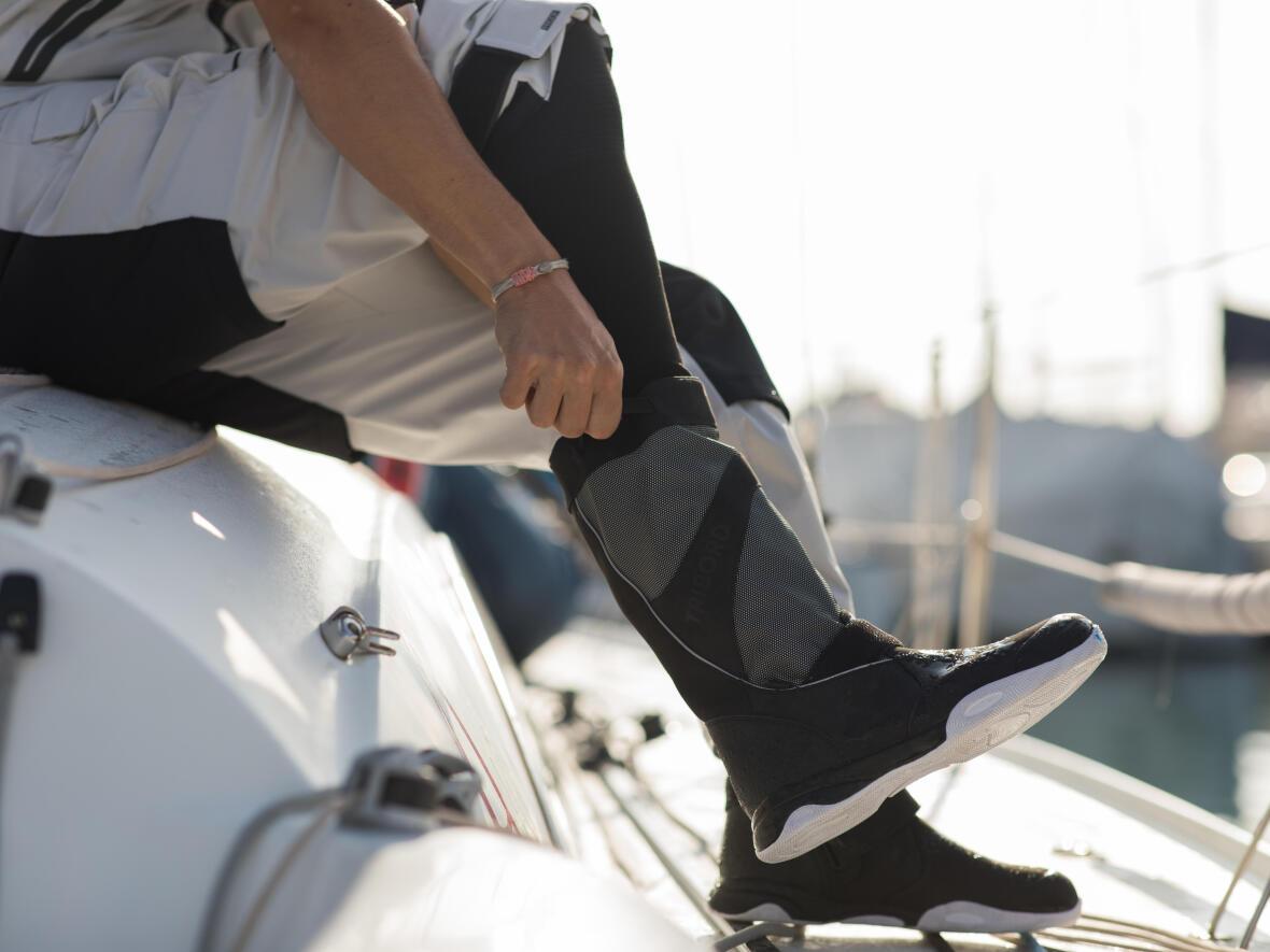 Come scegliere la calzatura per la vela | DECATHLON