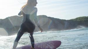Happy surfer girl - Olaian