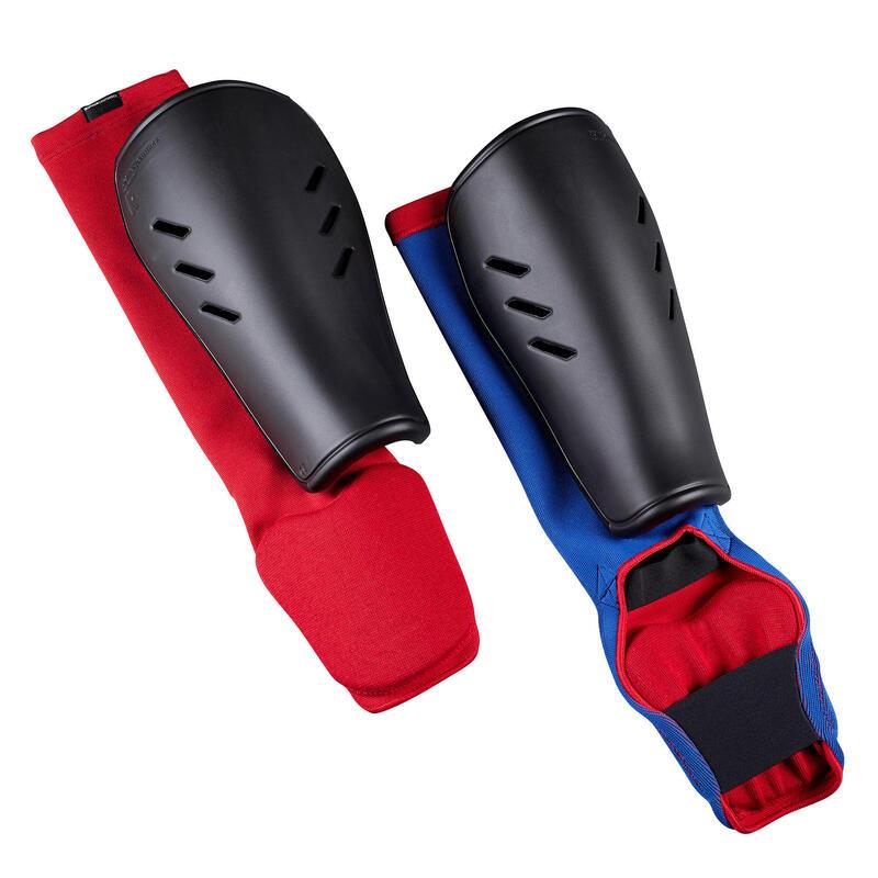 Dětský chránič holeně a nártu 900 s návlekem oboustranný (modrý nebo červený)