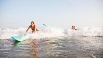 Surfen met vallen en opstaan