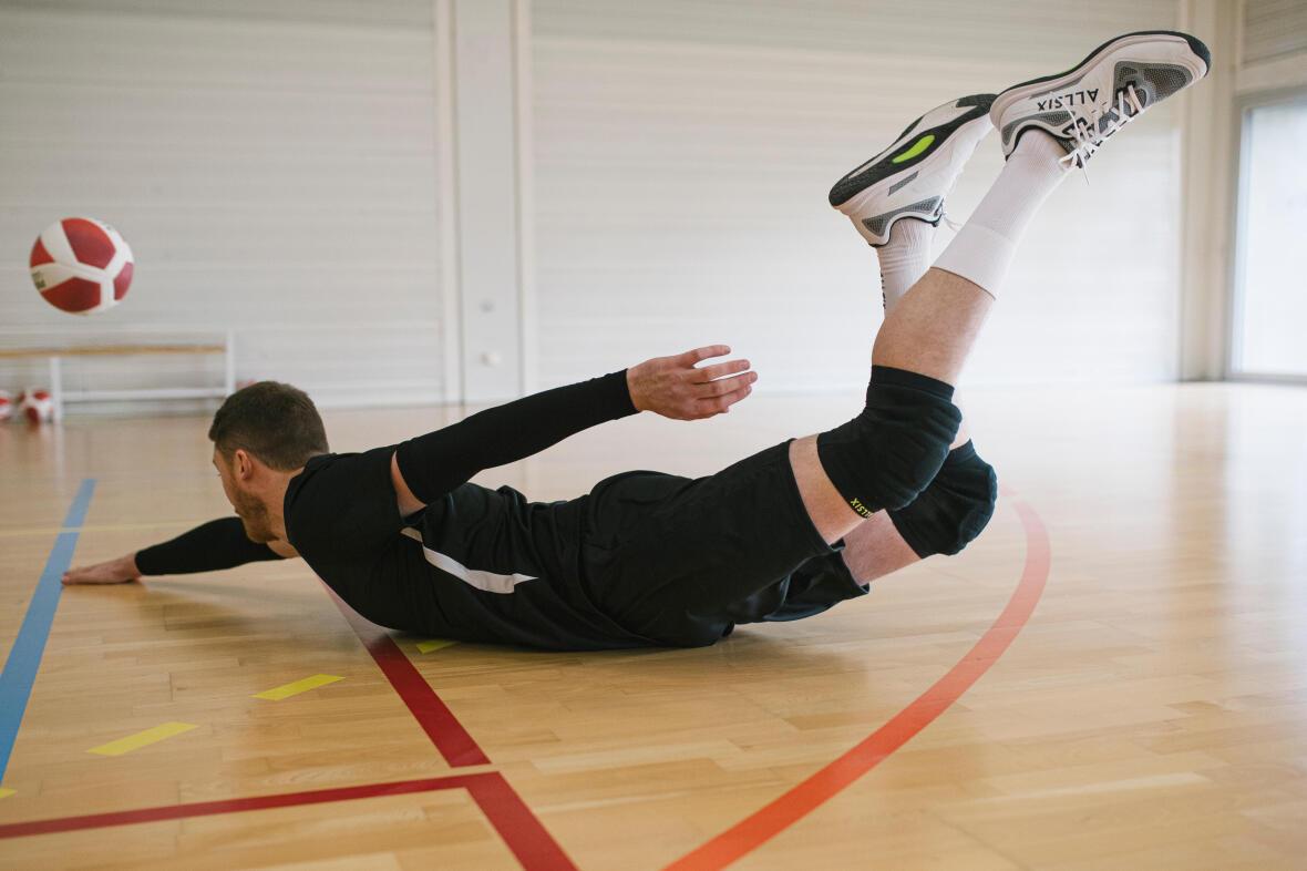 plongeon d'un joueur de volley-ball