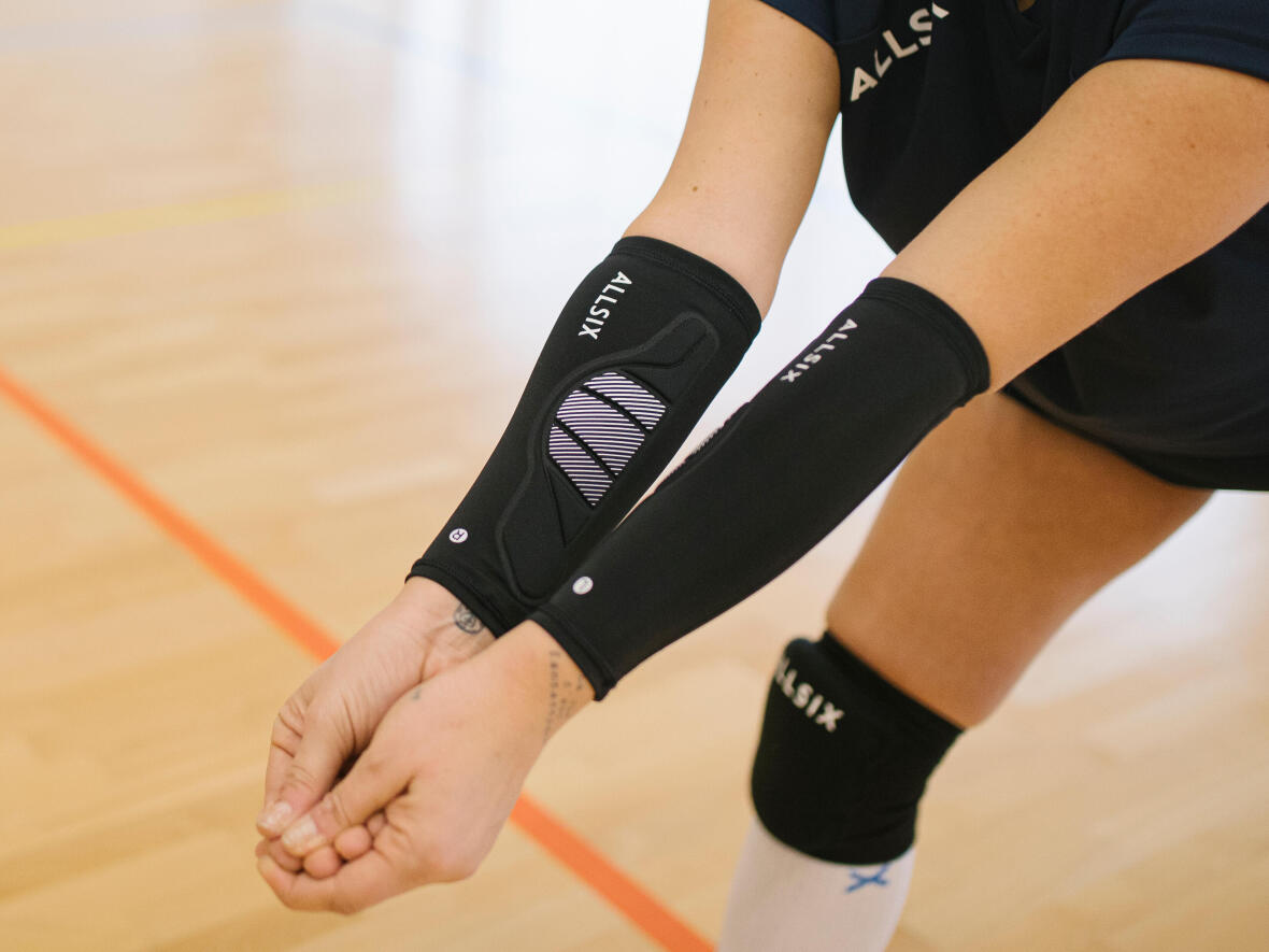 contact manchons de volleyball avec ballons