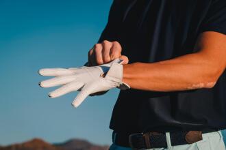 Så väljer du golfhandske