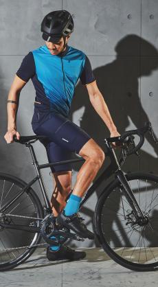 commencer le velo de route - equipements cyclistes velo de route maillot cuissard