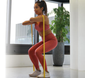 Resistance bands: 4 basic exercises for a home workout