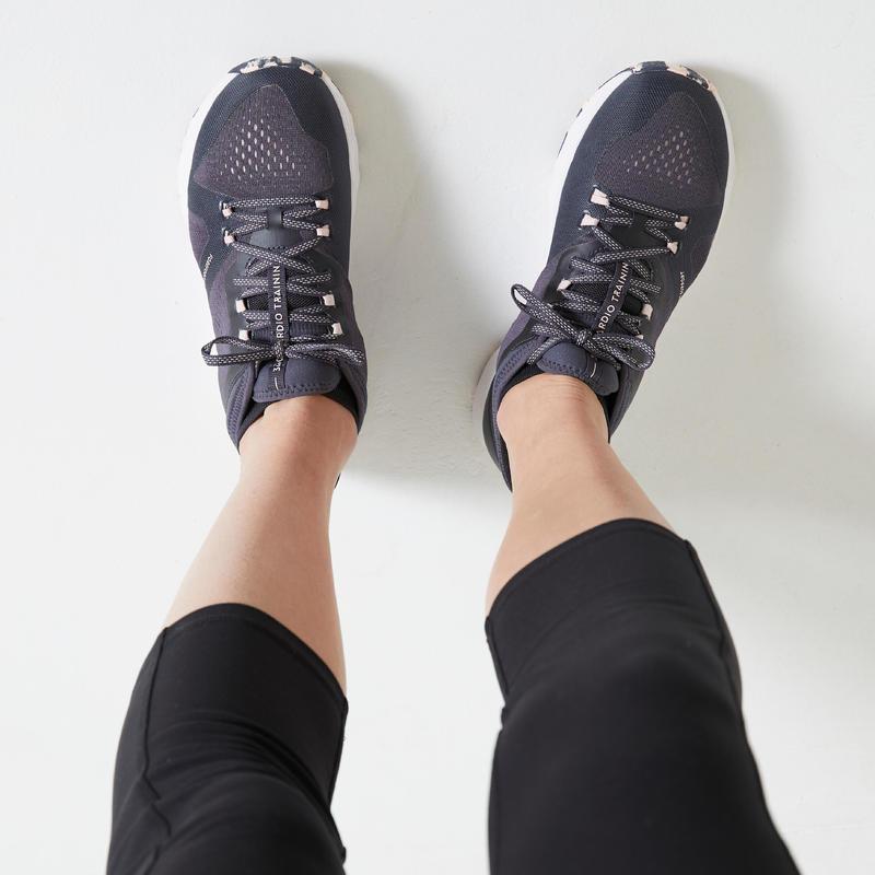 รองเท้าผู้หญิงเพื่อการออกกำลังกายรุ่น 900 (สีเทา/ชมพู)
