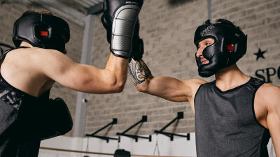 outshock_aw16_boxing_gloves_300_black_boxing_gloves_500_red_8365141cc8365143cctci_scene_a01.jpg-1_-1xoxar.jpg