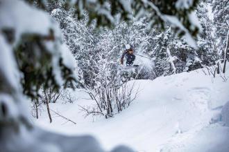 Découvrez ce qu'est le ski freeride, et comment le pratiquer en toute sécurité.