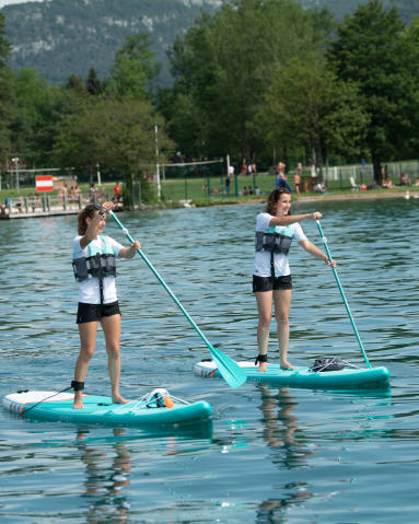 stand-up-paddle-session-with-friends