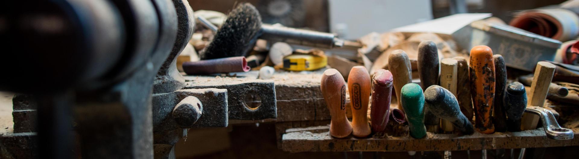 L'atelier du sculpteur sur bois Christian Belmas