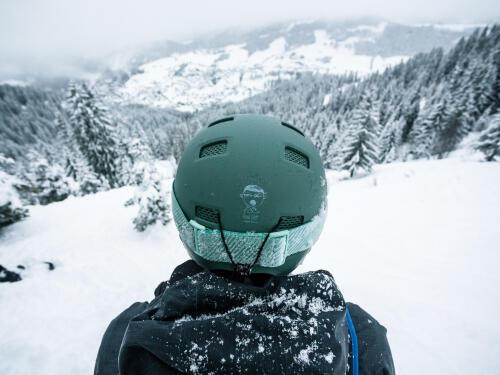 casque snowboarder