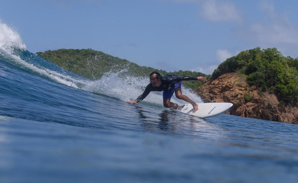 Olaian-Surfen-op-kleine-golven.jpg