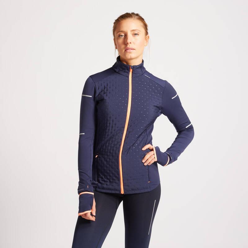 DÁMSKÉ BĚŽECKÉ HŘEJIVÉ OBLEČENÍ NA SILNIČNÍ BĚH Běh - BĚŽECKÁ BUNDA WARM MODRÁ  KIPRUN - Běžecké oblečení