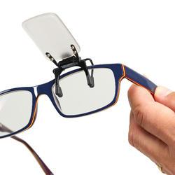 Cache œil de tir sportif pour porteur de lunettes de vue.
