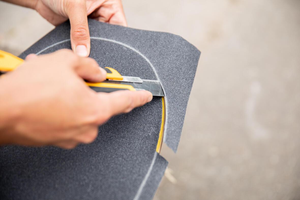 découper son grip de skateboard