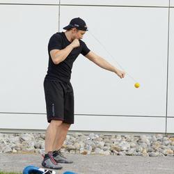 訓練精準出擊的拳擊反應球。
