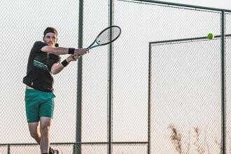 Technique Tennis : le jeu en extérieur
