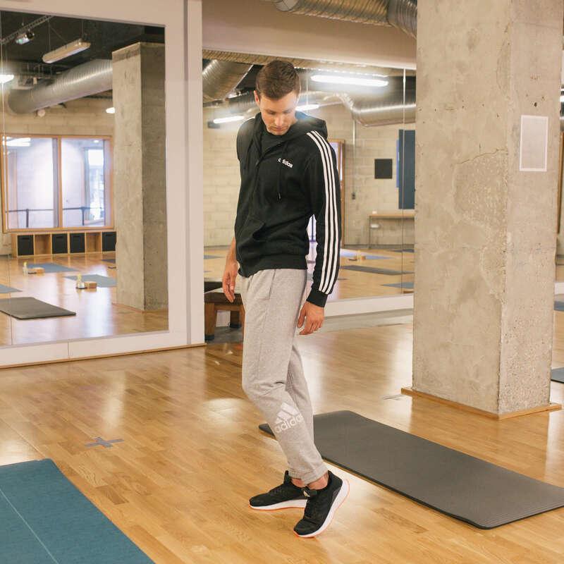 PÁNSKÉ KALHOTY, MIKINY BUNDY Fitness - SPORTOVNÍ TEPLÁKY ŠEDÉ ADIDAS - Fitness oblečení a boty
