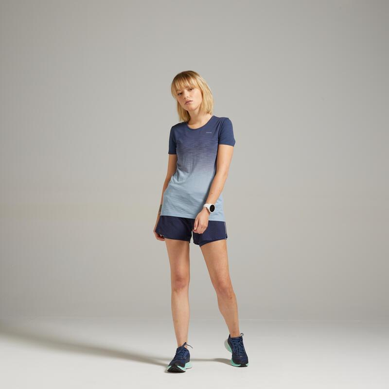 เสื้อยืดผู้หญิงระบายอากาศได้ดีสำหรับใส่วิ่งรุ่น Kiprun Care (สีเทา/น้ำเงิน)