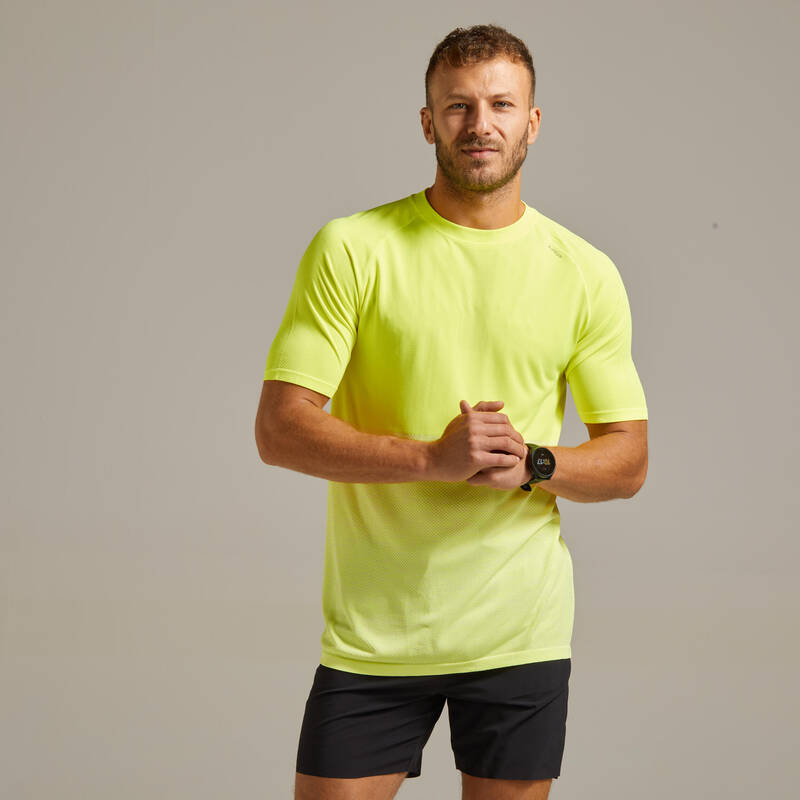 PÁNSKÉ BĚŽECKÉ OBLEČENÍ NA BĚH PO SILNICI Běh - BĚŽECKÉ TRIČKO CARE ŽLUTÉ  KIPRUN - Běžecké oblečení