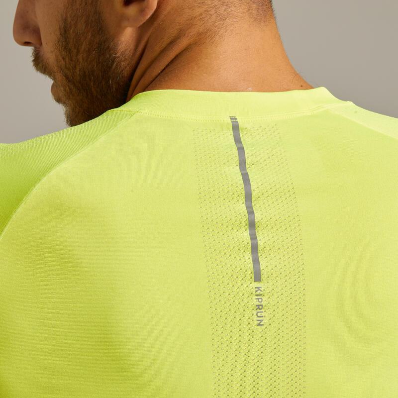 เสื้อยืดผู้ชายระบายอากาศได้ดีสำหรับใส่วิ่งรุ่น Kiprun Care (สีเหลือง)