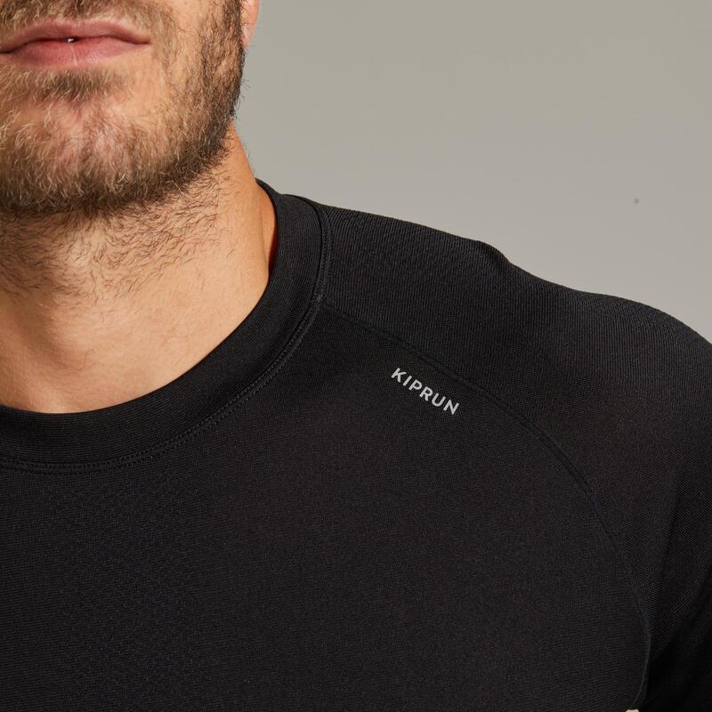 เสื้อยืดผู้ชายระบายอากาศได้ดีสำหรับใส่วิ่งรุ่น Kiprun Care (สีดำ)