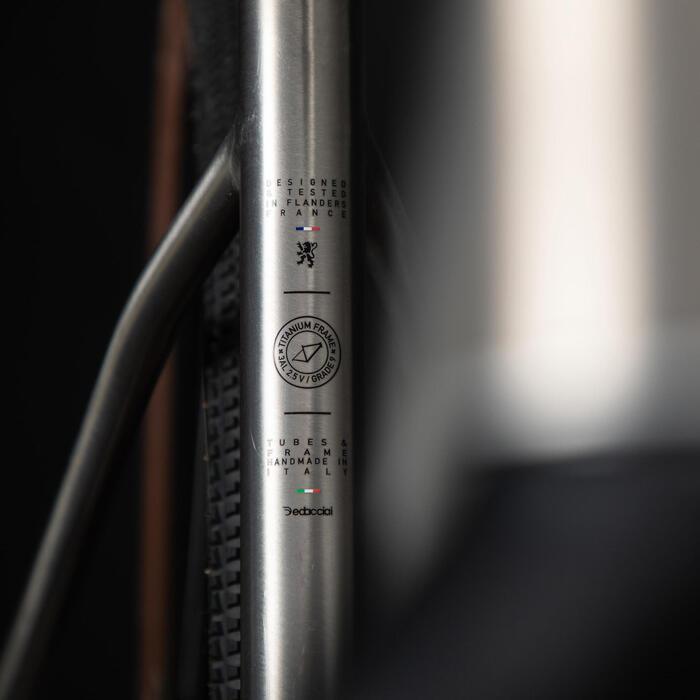 VELO GRAVEL TRIBAN GRVL 900 HOMME Cadre Titane Shimano GRX
