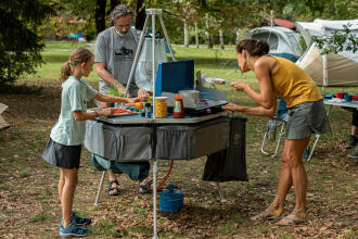 6 tips on how to do the washing up when camping