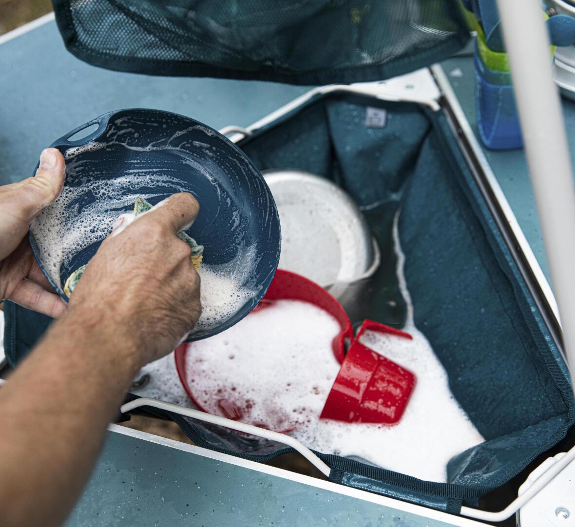 6 conseils pour faire la vaisselle en camping