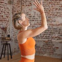 Long dynamic seamless yoga sports bra