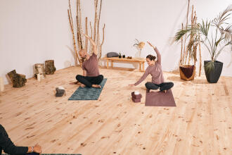 Hatha Yoga: ce este, ce beneficii are și cum poate fi practicată de începători