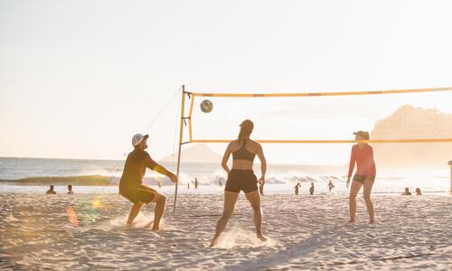 Comment bien s'équiper pour jouer au beach-volley ?