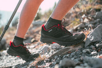 What is the correct way to lace your trekking boots ?