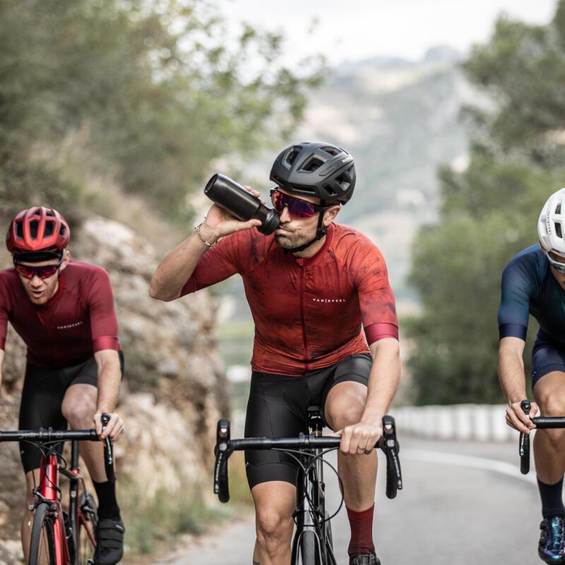 3 cyclistes lors d'une sortie de vélo de route