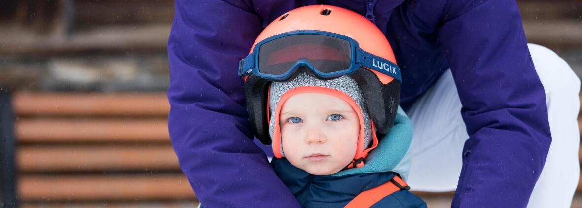 La sécurité des bébés à la montagne :  la tête, les yeux et la peau