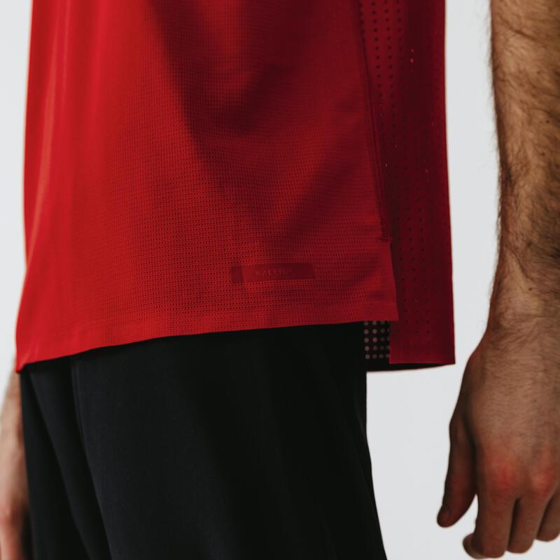 เสื้อยืดระบายอากาศสำหรับผู้ชายใส่วิ่งจากคาเลนจิ (Kalenji) รุ่น Dry+ Breath (สีแดงอิฐ)