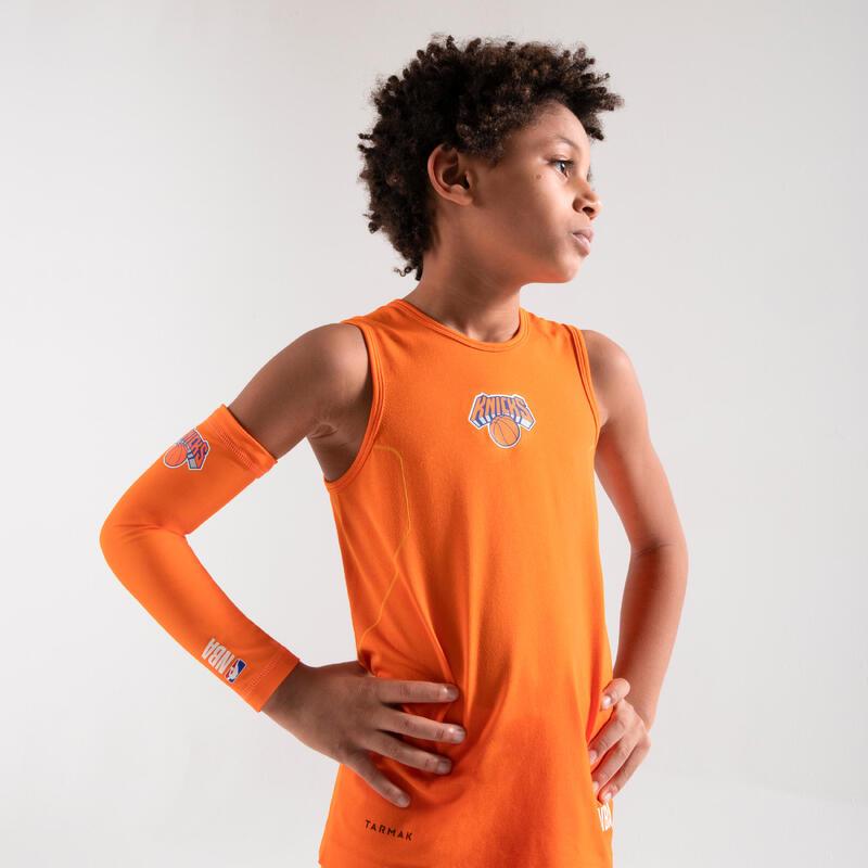 Dětské basketbalové spodní tílko Slim UT500 NBA New York Knicks oranžové