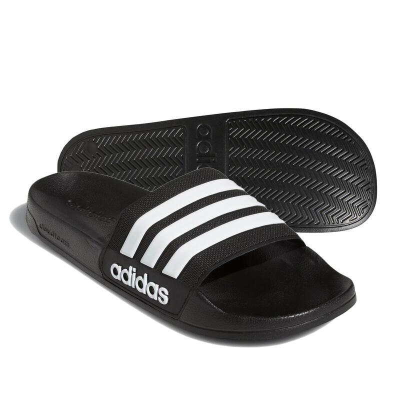 La sandale de piscine Adilette noire.