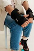 Detské chrániče SKATEBOARDY A LONGBOARDY - SÚPRAVA CHRÁNIČOV PLAY ČIERNA OXELO - PRILBY, CHRÁNIČE A PRÍSLUŠENSTVO NA SKATEBOARDING