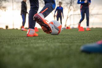 enfants qui jouent au soccer