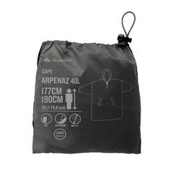 Regenponcho voor bergtrekking Arpenaz 40 liter maat L/XL grijs