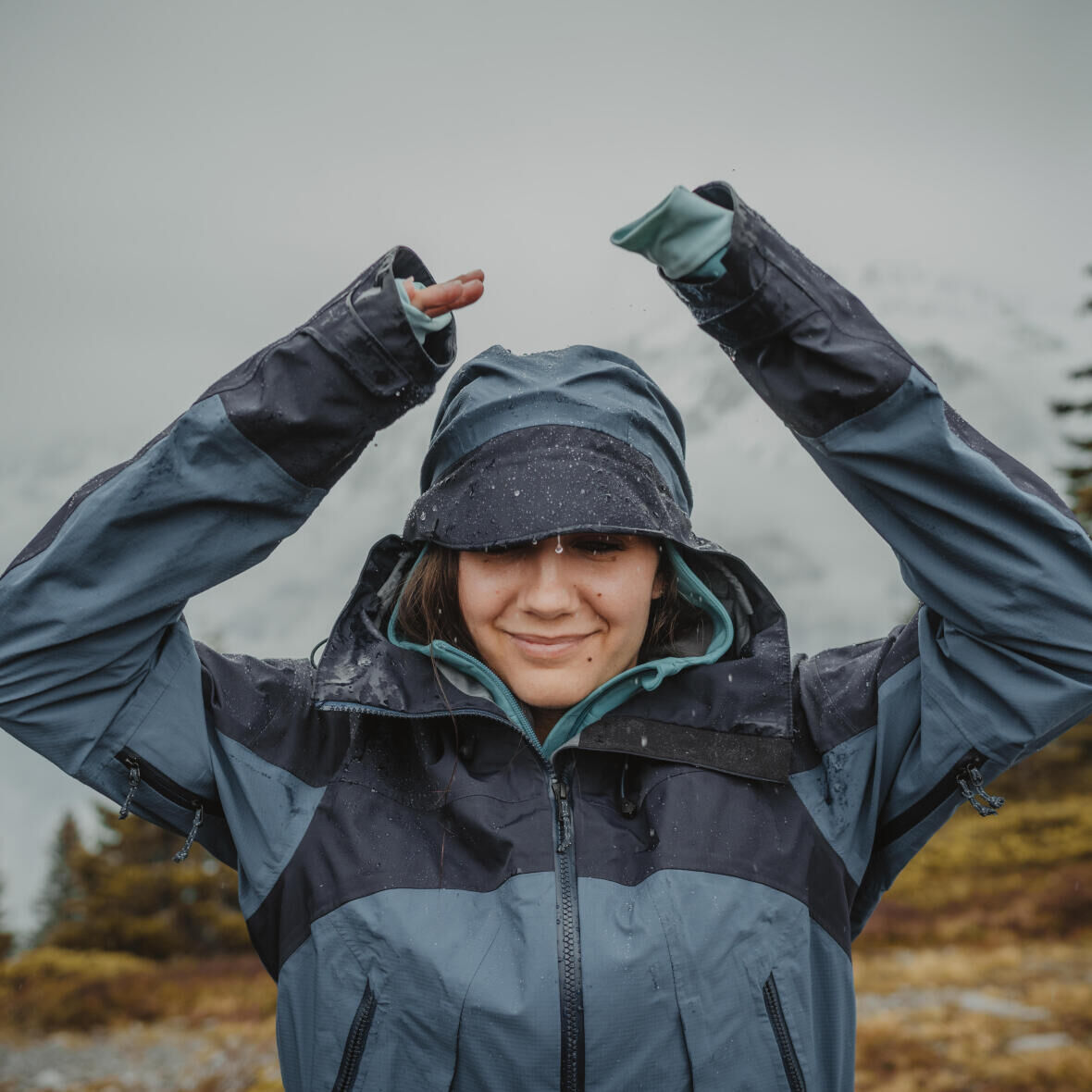 STAY WARM AND DRY WHEN HIKING OR TREKKING: THE 3-LAYER TECHNIQUE