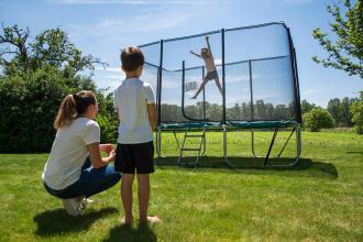 3 tips för att hoppa säkert på studsmattan