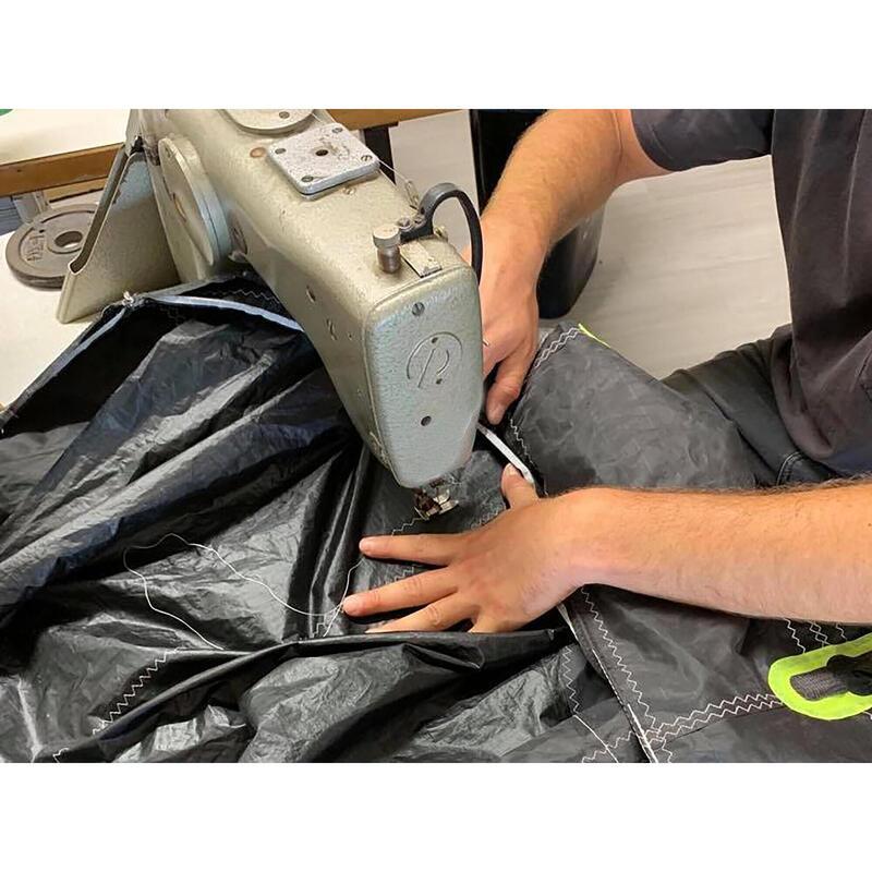Réparation déchirure 30cm x 30 cm sur voile de kitesurf