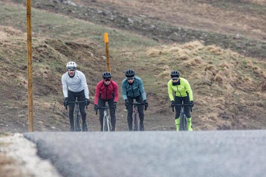 Como se equipar para pedalar no inverno