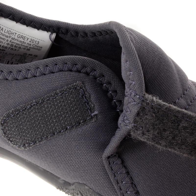 Zapatillas primeros pasos 100 ULTRALIGHT GIMNASIA gris oscuro