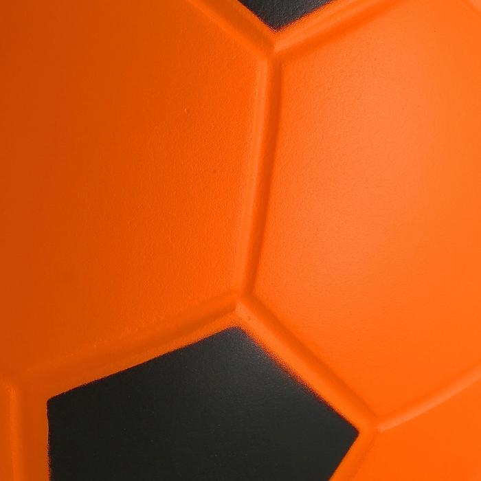 Fußball Wizzy aus gepresstem Schaumstoff Größe 4 orange/schwarz
