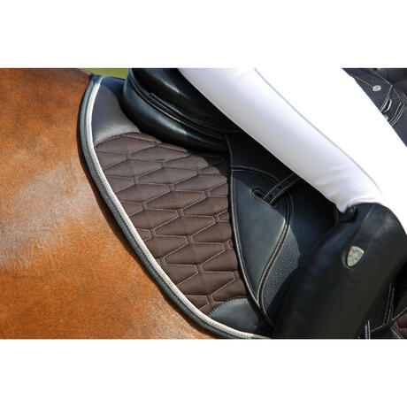 Tapis de selle équitation cheval PERFORMER marron | Fouganza